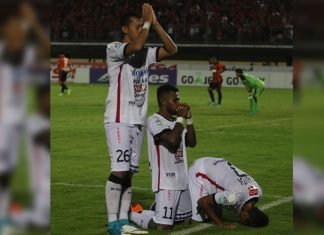 Bali United players show inter-faith unity
