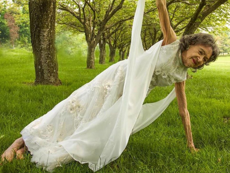 Tao Porchon Lynch Real Life Forrest Gump Of Yoga Dies At 101